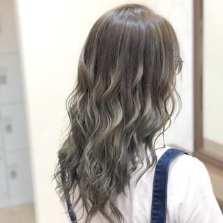 外国人風カラー ロング 上品 グレージュ ヘアスタイルや髪型の写真・画像 | 古作 蓮 / 美容室 MICHI 富田店