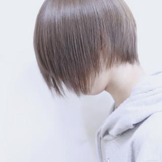 ダブルカラー シルバーアッシュ ショート アッシュ ヘアスタイルや髪型の写真・画像