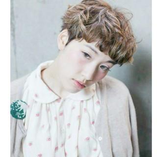 ストリート フェミニン 外国人風 ショート ヘアスタイルや髪型の写真・画像 ヘアスタイルや髪型の写真・画像