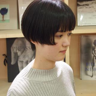 ショートボブ ショート ナチュラル 前髪パッツン ヘアスタイルや髪型の写真・画像