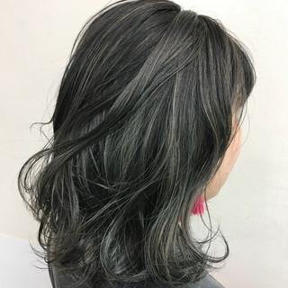 暗髪 ハイライト ストリート ミディアム ヘアスタイルや髪型の写真・画像