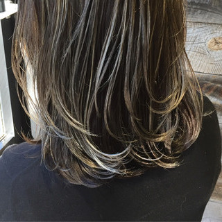 暗髪 ブルージュ ストリート 外国人風 ヘアスタイルや髪型の写真・画像 ヘアスタイルや髪型の写真・画像