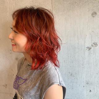 カラーバター グラデーションカラー ヘアアレンジ コテ巻き ヘアスタイルや髪型の写真・画像