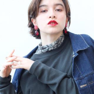 大人かわいい 外ハネ ミディアム アンニュイほつれヘア ヘアスタイルや髪型の写真・画像