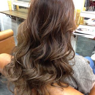 アッシュ ロング グラデーションカラー 外国人風 ヘアスタイルや髪型の写真・画像 ヘアスタイルや髪型の写真・画像