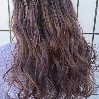 透明感 ラベンダーピンク ロング ピンク ヘアスタイルや髪型の写真・画像