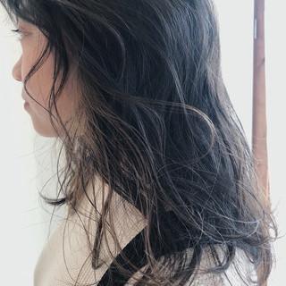 大人かわいい ミルクティーベージュ ハイライト ナチュラル ヘアスタイルや髪型の写真・画像