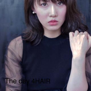 アンニュイ モード ウェットヘア こなれ感 ヘアスタイルや髪型の写真・画像