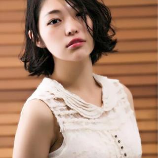 アンニュイ ゆるふわ 外ハネ 黒髪 ヘアスタイルや髪型の写真・画像 ヘアスタイルや髪型の写真・画像