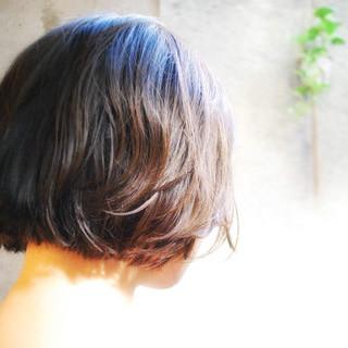 切りっぱなし ボブ ナチュラル 切りっぱなしボブ ヘアスタイルや髪型の写真・画像 | 岩田ヒロシ / noeud omotesando