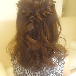 ねじり 編み込み ヘアアレンジ ハーフアップ ヘアスタイルや髪型の写真・画像