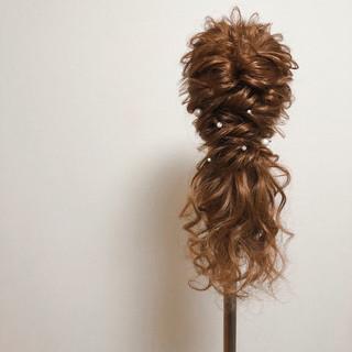 ヘアセット フェミニン セミロング ローポニーテール ヘアスタイルや髪型の写真・画像