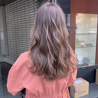 フェミニン ロング ラベンダー ヘアスタイルや髪型の写真・画像