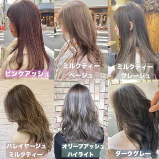 グレージュ ピンクアッシュ インナーカラー ロング ヘアスタイルや髪型の写真・画像