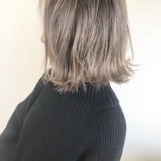 ヘアカラー 切りっぱなしボブ ミルクティーベージュ ミニボブ ヘアスタイルや髪型の写真・画像