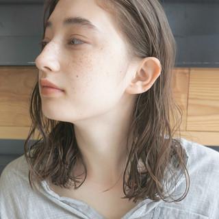 くせ毛風 パーマ 透明感 ナチュラル ヘアスタイルや髪型の写真・画像 ヘアスタイルや髪型の写真・画像