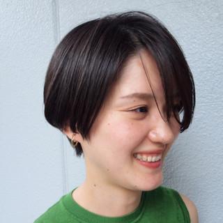 ナチュラル 黒髪ショート ハンサムショート オフィス ヘアスタイルや髪型の写真・画像