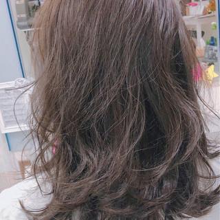 パーマ 大人女子 レイヤーカット ウェーブ ヘアスタイルや髪型の写真・画像