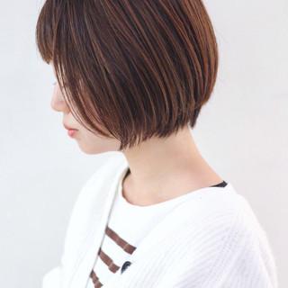 フェミニン くせ毛風 ハイライト ショートボブ ヘアスタイルや髪型の写真・画像 ヘアスタイルや髪型の写真・画像