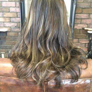 ハイトーン ロング ストリート アッシュ ヘアスタイルや髪型の写真・画像