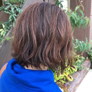 ゆるふわ くせ毛風 ボブ オフィス ヘアスタイルや髪型の写真・画像