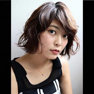簡単 ミディアム マット 波ウェーブ ヘアスタイルや髪型の写真・画像