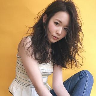 フェミニン 前髪あり アンニュイ 外国人風 ヘアスタイルや髪型の写真・画像