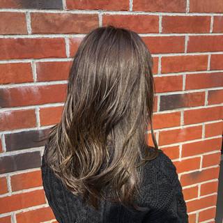 イルミナカラー 切りっぱなしボブ 簡単ヘアアレンジ エレガント ヘアスタイルや髪型の写真・画像