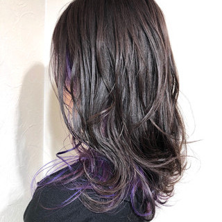 インナーカラーパープル ダークアッシュ ナチュラル インナーカラー ヘアスタイルや髪型の写真・画像