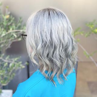 ミディアム ストリート 外国人風 ブリーチ ヘアスタイルや髪型の写真・画像