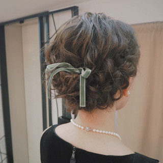 編み込み 結婚式 ミディアム フェミニン ヘアスタイルや髪型の写真・画像 ヘアスタイルや髪型の写真・画像