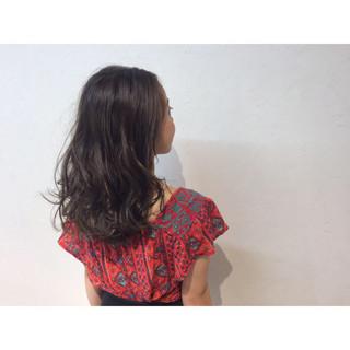 セミロング グラデーションカラー ローライト ハイライト ヘアスタイルや髪型の写真・画像