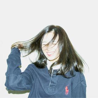 外国人風カラー スモーキーアッシュ 秋 透明感 ヘアスタイルや髪型の写真・画像