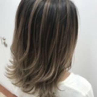 ハイライト ミディアム 透明感 暗髪 ヘアスタイルや髪型の写真・画像