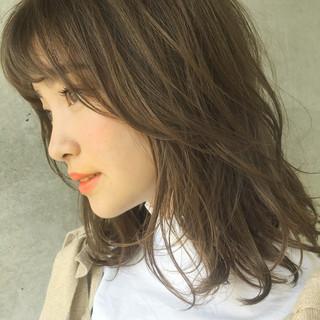 くせ毛風 束感 ガーリー ミディアム ヘアスタイルや髪型の写真・画像