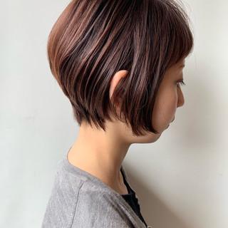 前下がりショート ショートヘア ナチュラル ショート ヘアスタイルや髪型の写真・画像