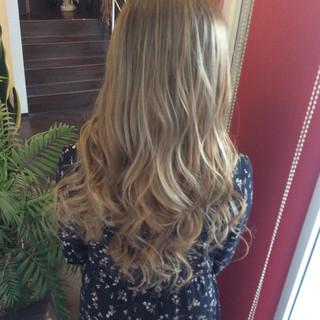 ロング ダブルブリーチ イルミナカラー ガーリー ヘアスタイルや髪型の写真・画像