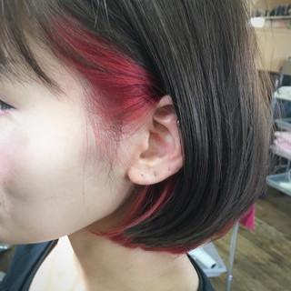 インナーカラー レッド 切りっぱなし 色気 ヘアスタイルや髪型の写真・画像