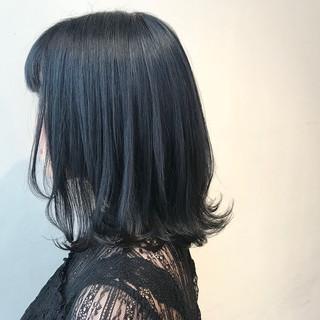 ネイビーブルー ミディアム 外ハネ ブルーブラック ヘアスタイルや髪型の写真・画像