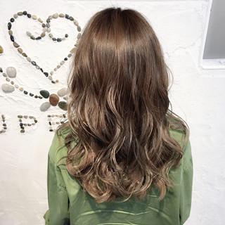 グラデーションカラー ゆるふわ アンニュイ ウェーブ ヘアスタイルや髪型の写真・画像