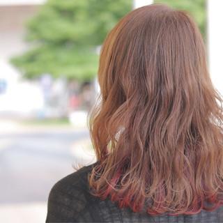 インナーカラー アンニュイ ウェーブ セミロング ヘアスタイルや髪型の写真・画像