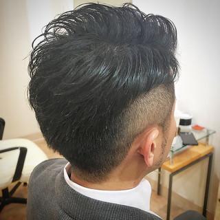 ナチュラル アップバング 刈り上げ メンズ ヘアスタイルや髪型の写真・画像