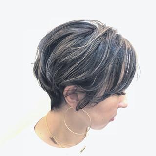 バレイヤージュ スポーツ ショート ナチュラル ヘアスタイルや髪型の写真・画像 ヘアスタイルや髪型の写真・画像