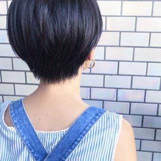 ショートヘア 前下がりショート ナチュラル 小顔ショート ヘアスタイルや髪型の写真・画像