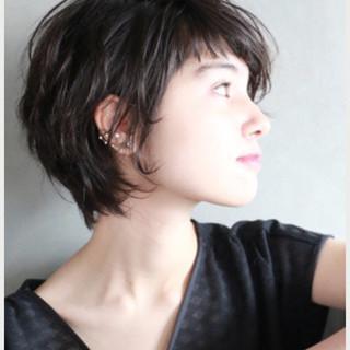 暗髪 前髪あり ショート くせ毛風 ヘアスタイルや髪型の写真・画像