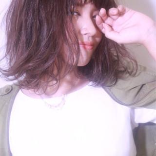 ナチュラル 大人かわいい ハイライト ミディアム ヘアスタイルや髪型の写真・画像