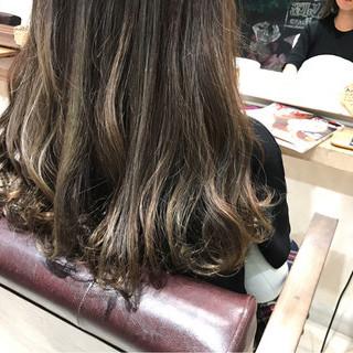 ブルージュ グレージュ ハイライト 外国人風 ヘアスタイルや髪型の写真・画像 ヘアスタイルや髪型の写真・画像