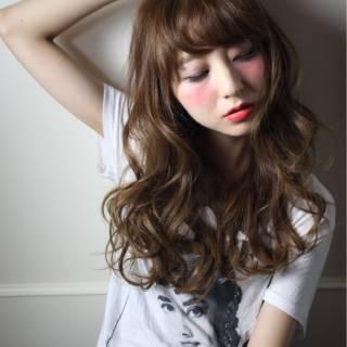 外国人風 ナチュラル ストリート 大人かわいい ヘアスタイルや髪型の写真・画像