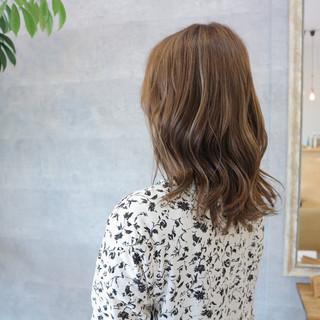 アンニュイ ウェーブ ネイビー 上品 ヘアスタイルや髪型の写真・画像