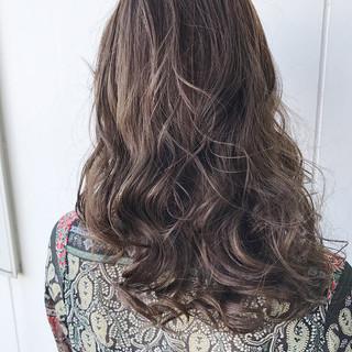 冬 ハイライト グレージュ アッシュ ヘアスタイルや髪型の写真・画像